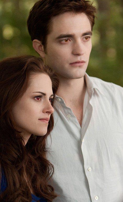 De nouvelles images sérieuse de Twilight-Révélation, hier Kristen était à la CinemaCon en compagnie de Charlize Theron