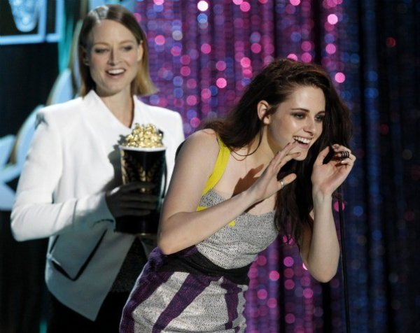 Kristen Stewart aux MTW Movie Awards 2012 (sans Robert Pattinson)