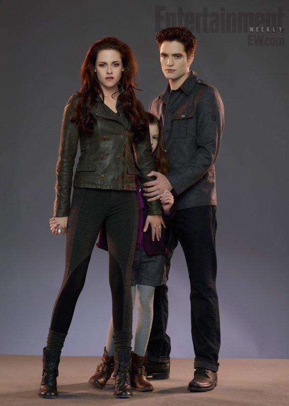 Bella et Edward protégeant Renesmée