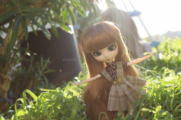 Chloé dans mon jardin :3