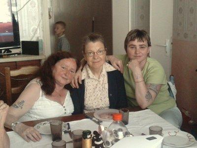 la mamie a mon homme et la grande tante a scully et a jarode et sylvie ma belle mere