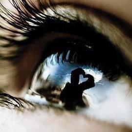 """""""Personne ne remarque votre tristesse et votre douleur mais tout le monde remarque vos erreurs."""""""