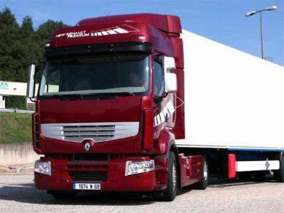 Renault Premium et un Scania