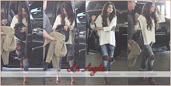 . Dimanche 23 Février....Selena a été aperçue quittant la maison d'une amie à Los Angeles.