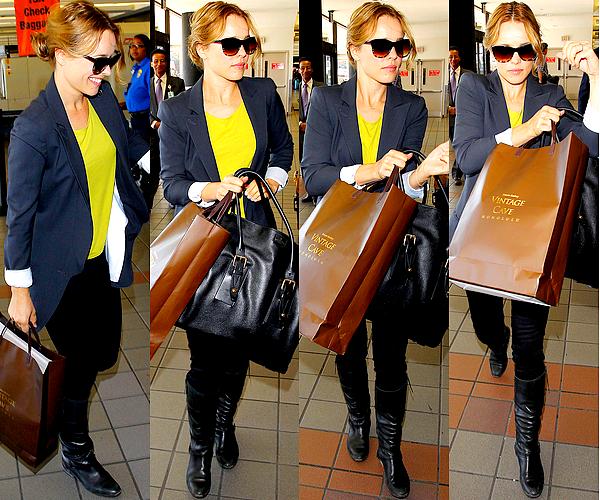 Le 20/12 :  Rachel a de nouveau été vu à l'aéroport LAX prenant un vol partant de Los Angeles
