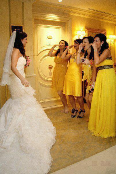 للهم أرزق شبابنا فتاة بفستان أبيض و أنا أرزقني الأربعة بالأصفر هههه ااا