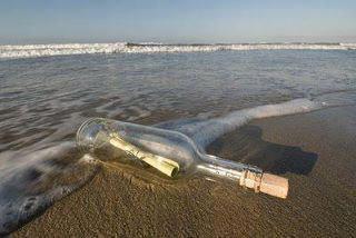 قررت يوما أن أشكو همومى للبحر :( ... فكتبت همومى فى ورقة ووضعتها فى زجاجه مغلقة ورميتها فى البحر ... فأعادها البحر لي ... فتحت الزجاجة ... وأخرجت الورقة ... فوجدت مكتوب خلفها ... عذراً فأمواجى أضعف من أن تحمل همومك