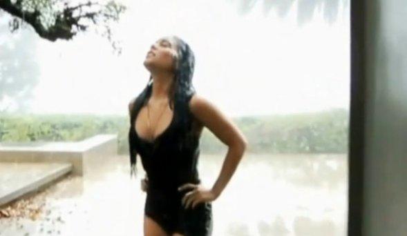 Vanessa Hudgens torride sous la douche