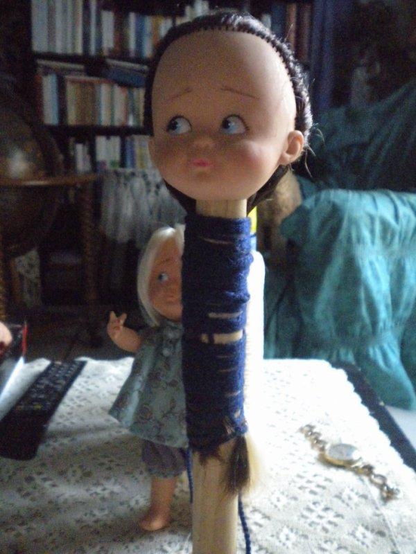 faire une Bresilienne pour raidir cheveux poupées