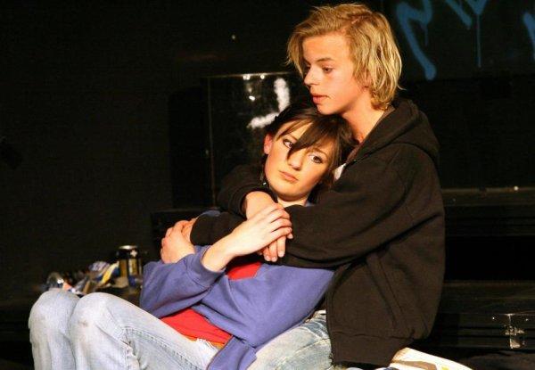"""Romeo og Julie anno 2007 BærMuDa-Ungdom leverte i helgen sin første forestilling noensinne. En versjon av """"Romeo og Julie"""" det ikke finnes maken til."""