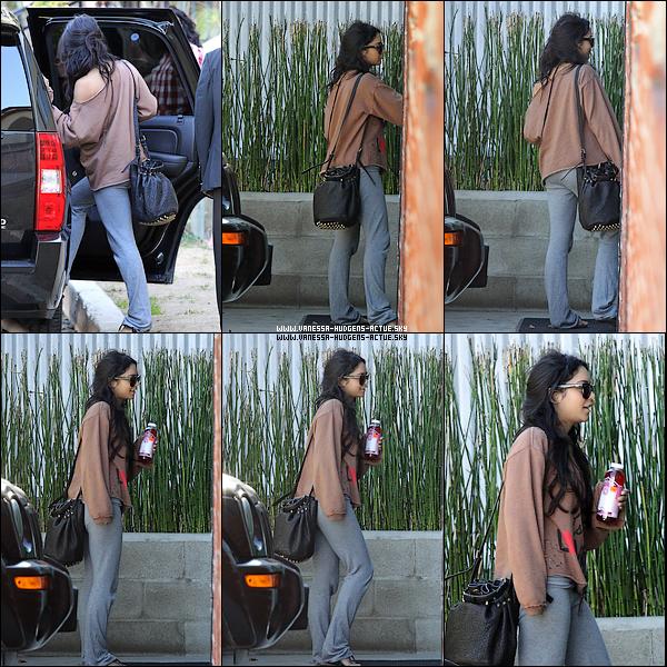 14/11/10 : : Vanessa a LAX + 14/11/10 : : Vanessa ce rendant dans les studio d'Hollywood