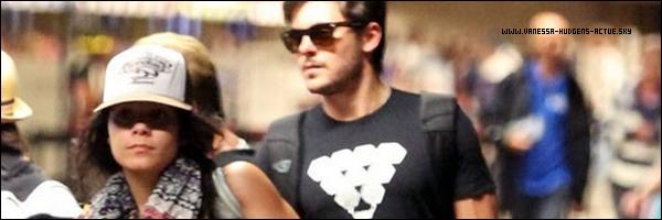 25/08/10 : Vanessa Hudgens et Zac Efon rentrant chez eux après leurs fin de Vacances il ce trouvais a l'aéroport de Maui