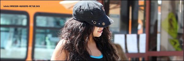 27/08/10 : Vanessa Hudgens était a un restaurant au Studio City