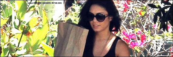 31/08/10 : Vanessa hudgens etait allez faire des courses au supermarché