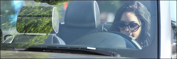 31/08/10  : Vanessa Hudgens etait entrain de manquez un MILSHAKE dans sa voiture a los angeles