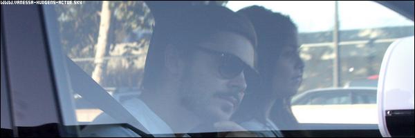 23/09/10 : Vanessa Hudgens et Zac Efron fesant du shopping a Urban Outfitter