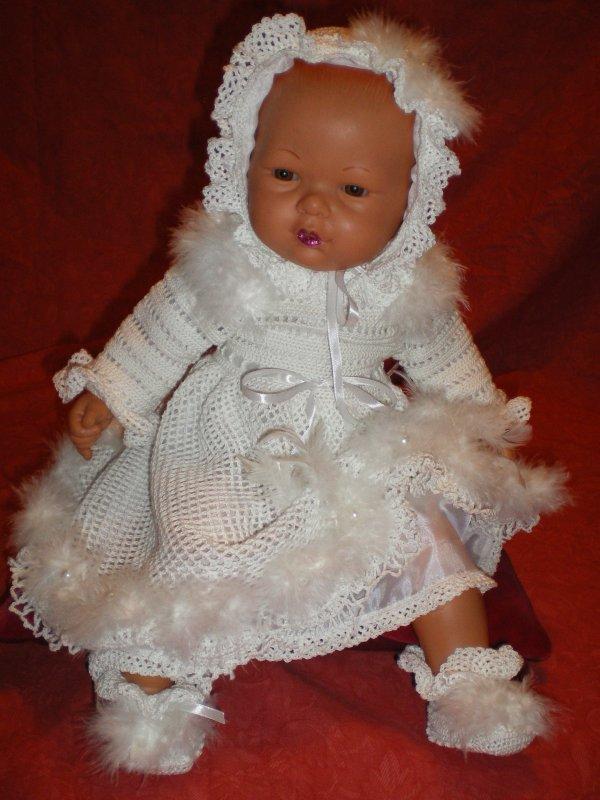 nouvelle robe de bapteme, avec chaussons bonnet , le bonnet et la robe sont entiérement doublée et réalisée a la main ,