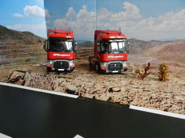 2 Camions Renault T 460 - XPO