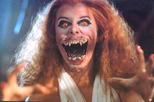 voici 1 vampire cette persone va se reconnaitre mdr