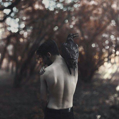 ∞   La douleur est injuste, et toutes les raisons Qui ne la flattent* point aigrissent** ses soupçons.∞