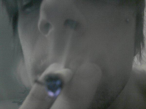 Je Fume hum , éronne Defonsé voit de toute les couleurs..