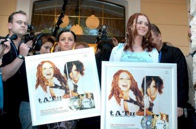 t.A.T.u - Platinum Awards -  Moscou - 22/05/2003