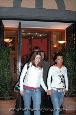 t.A.T.u  - Paparazzai - Cologne- ALLEMAGNE- 09/03/2006, sont quittées au Hotel de Cologne