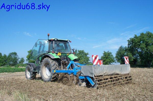 Agrotron 150 + déchaumeur BREMER 3mètres (à la ferme voisine) (21/08/10)