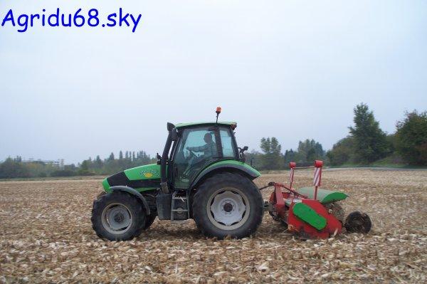 Agrotron 150 + Broyeur Promodis 3m20 (à la ferme voisine) (15.10.10)