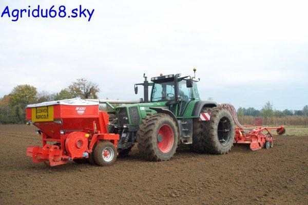 Fendt 926 + Trémie KUHN Venta TF702 + Combiné de semis KUHN (HR4504 + BTF R 4500) de 4,50mètres (ETA Claude GRETTER) (23.10.10)