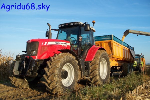 MF 7480 + benne ROLLAND TURBO 20 de 20tonnes (26.10.10)