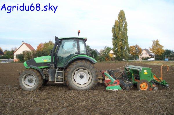 Agrotron 150 + herse rotative Prosol 3m + semoir Amazone D9-30 3m (à la ferme voisine) (27.10.10)