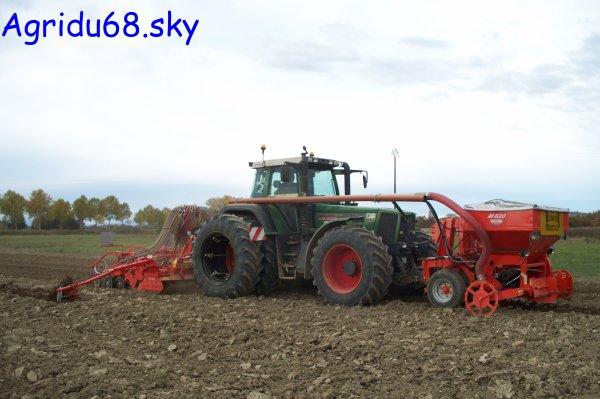 Fendt 926 + Trémie KUHN Venta TF702 + Combiné de semis KUHN (HR4504 + BTF R 4500) de 4,50mètres (ETA Claude GRETTER) (30.10.10)