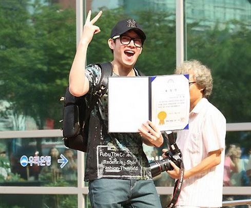 Heechul (Super Junior) célèbre la fin de son service militaire