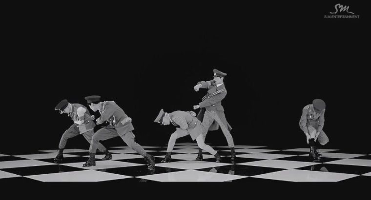 "SHINee propose un teaser MV pour ""Everybody"""