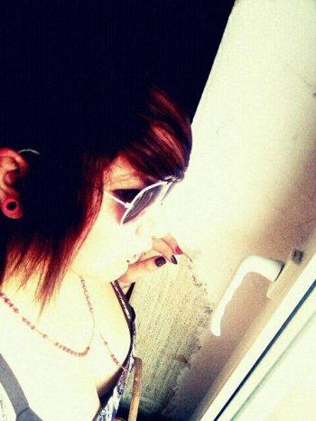 """""""Isabelle C. G. Renard - 3 Mai - 19 ans - bisexuelle - Taken - Facebook  """""""