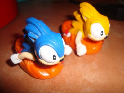 Figurine sonic et super sonic de chez MCdonald's 1995