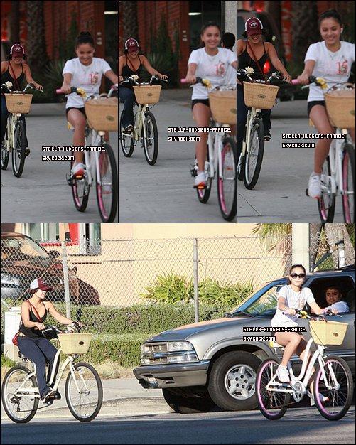 .02/10/11- Apres être partis en randonner hier aujourd'hui le vélo ! Toujours avec sa soeur Vanessa   .