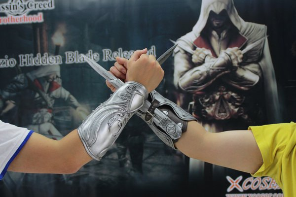 Ezio Is A Real Assassin In Assassin S Creed Ii Cool Cosplay Costumes