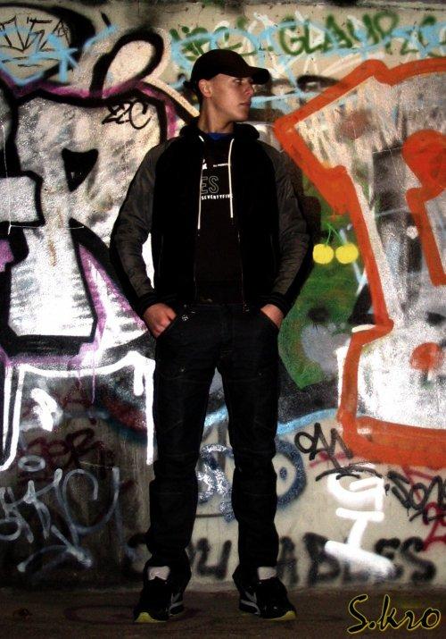 L'ESKRO : SNAPBACK REMIX ( ÇA DIT QUOI ) (2011)