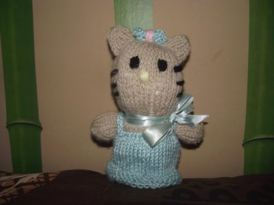 kitty de ma fille laura 12 ans au tricot