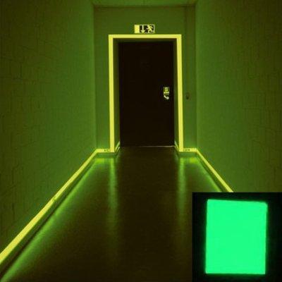 peinture phosphorescentes verte ou turquoise.
