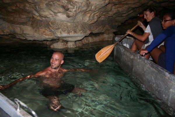 une petite baignade dans les grottes hongroises, mais maitre benji est jamis venu a mon secours