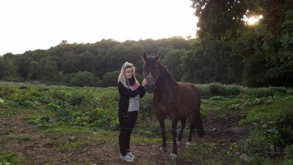 Etre heureuse à cheval, c'est être entre terre et ciel, à une hauteur qui n'existe pas ♥
