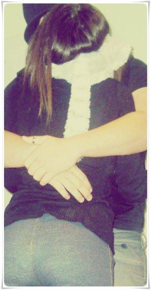3.03.2010.Ylian tu sais maintenant que je t'aime , oui je t'aime vraiment plus que tout. Ma vie aujourd'hui sans toi n'a plus aucun sens , on n'est loin mais je me dit que il suffit juste d'attendre , pour que enfin je sois a nouveaux prêt de toi , d'un coté on c'est très bien que des qu'on le peut moi j'irais avec toi , oui je viendrais parce que c'est avec toi que je veux faire ma vie , sa peut paraître complètement stupide venant d'un gamine mais je le pence réellement. On a pas toujours eut des moments facile , mais c'est se qui fait un couple aussi. Tu me manque en permanence , je pence a toi sans cesse. J'aimerais te dire tout ce que je ressens pour toi , mais je suis pas très douer pour ça , retient juste que je t'aime sincèrement..♥