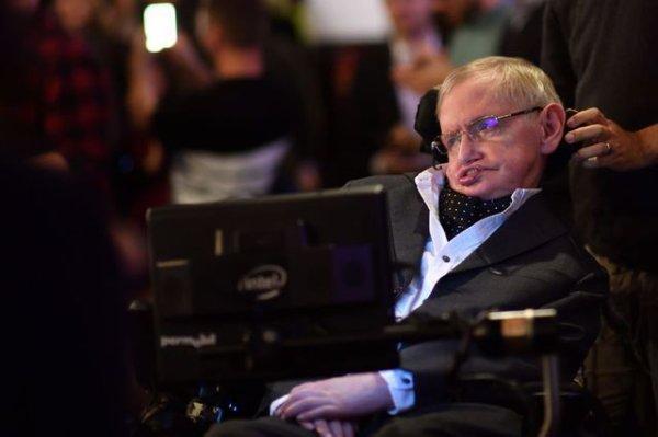 Stephen Hawking, l'astrophysicien qui a fait aimer la science à tous . Un bel exemple de courage et de leçon de vie !                                           Il nous laisse un sacré héritage.