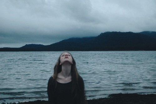 """""""Les larmes sont des mots qui ont besoin d'être écrits"""" -Poelho-"""