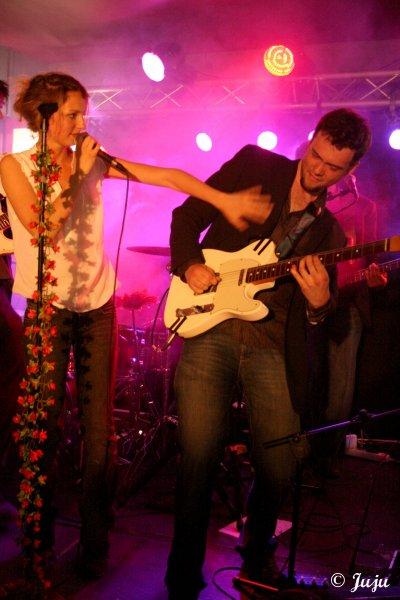 28.04.11 : Stéphanie Crayencour - On Air Café - Mons (B) >> En vidéos ...
