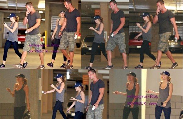 Notre belle Miley se rendant à son cours de gym avec son entraineur.