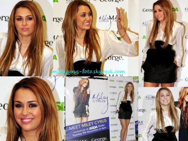 Miley était aujourd'hui en séance de dédicaces dans un centre commercial Asda à Derby (Grande Bretagne), pour promouvoir sa ligne de vêtements « Miley Cyrus And Max Azria » qui a été lancée il y a quelques semaines en UK.